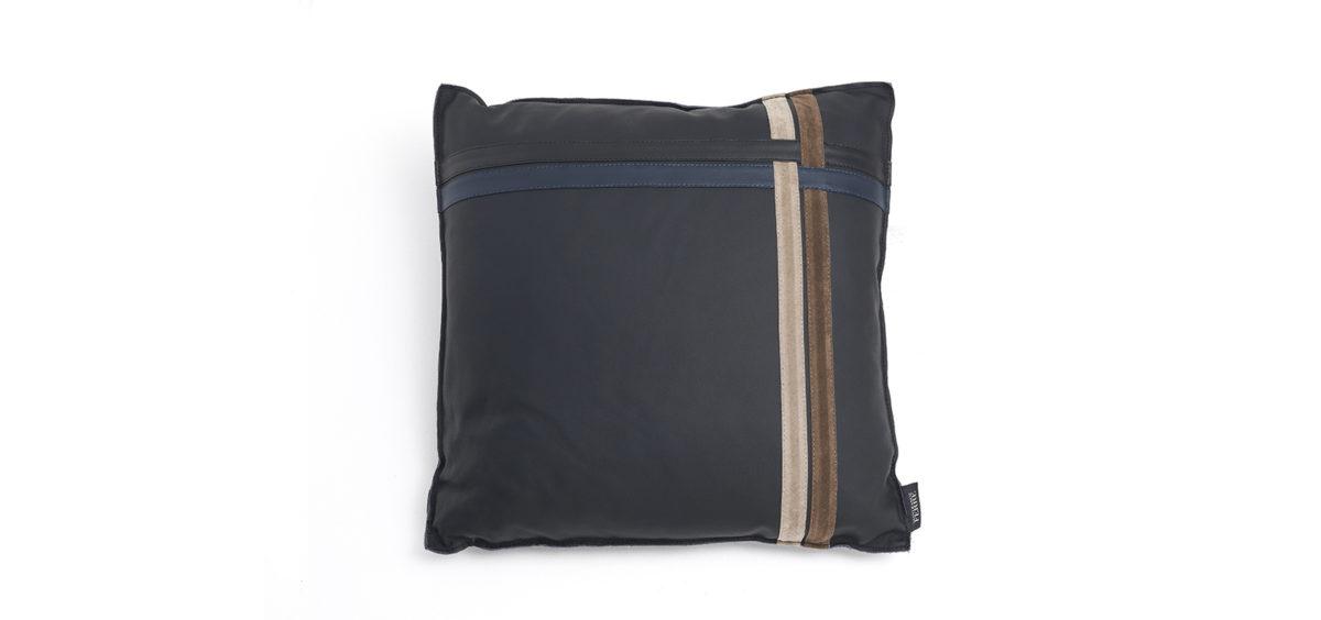 Cross 2 Cushion